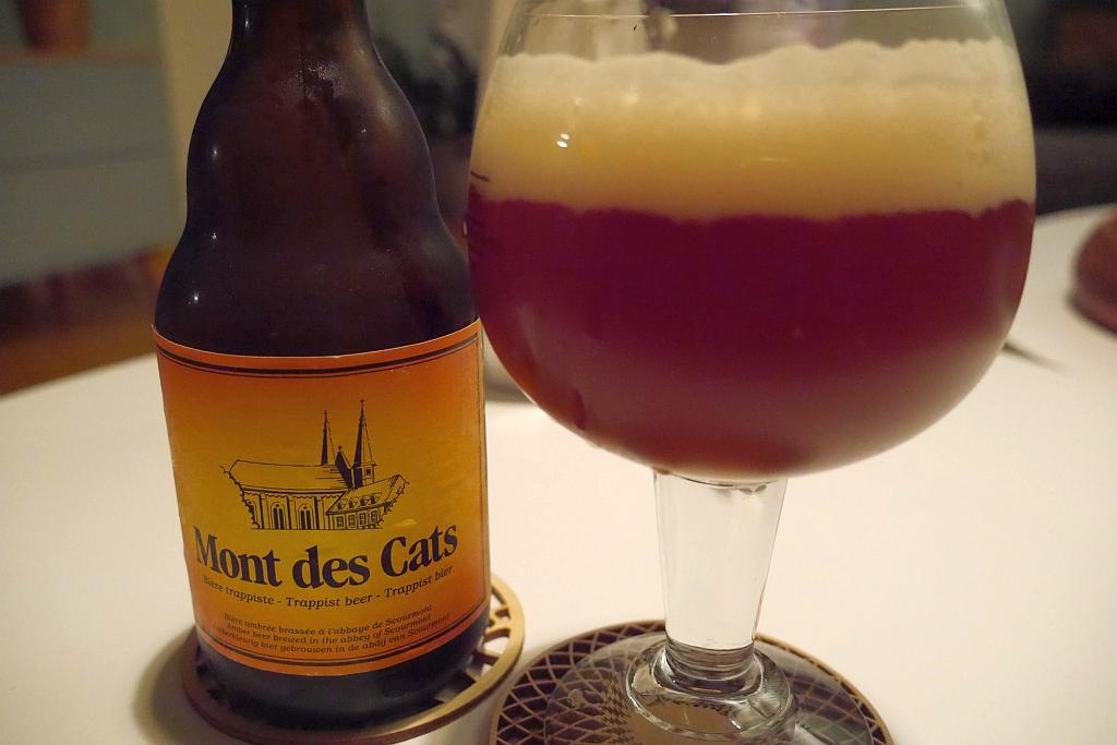 Flasche und Glas Mont des Cats