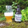 Glas und Flasche Blanche de Namur