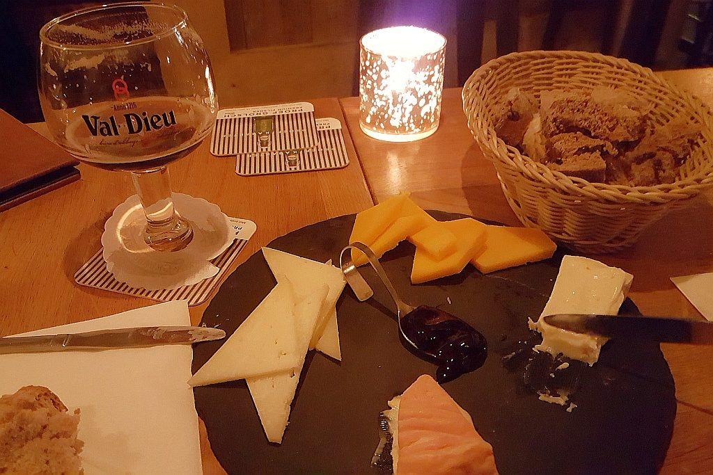 Maastricht Kaasbar Käse Bier